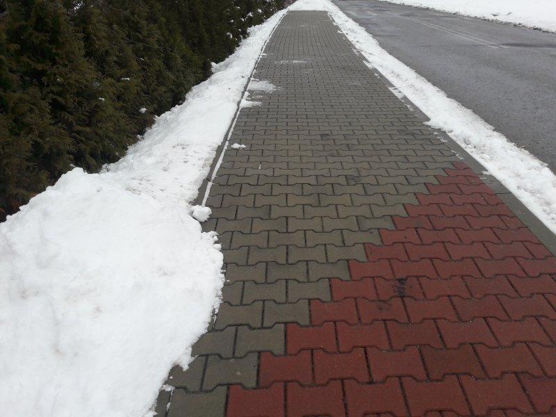 Kto ma odśnieżać chodnik?